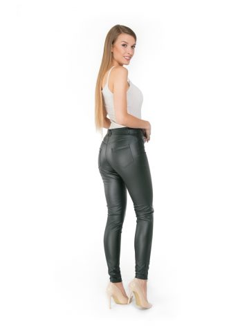 Women in leather legging Paulo Connertis